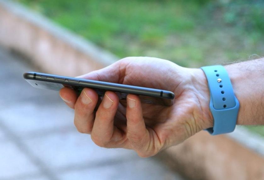 Iphone dans une main
